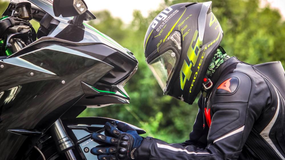 Moto sportive assurance et garanties