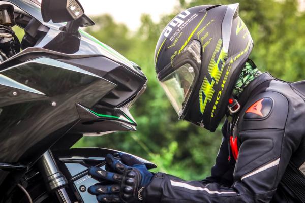 Moto sportive : quelle assurance et quelles garanties ?